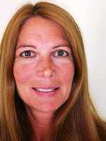 Lynne Glennon Headshot